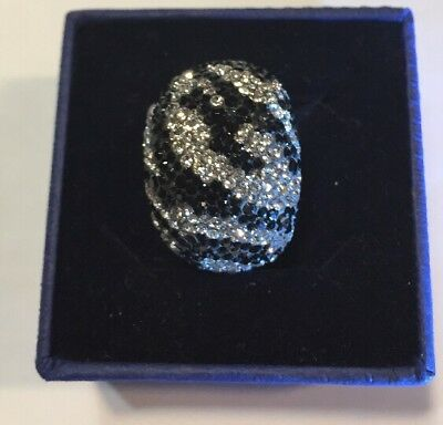 d646820d5 SWAROVSKI CHIC RING, ZEBRA (SIZE 52/Small) MIB #5037429 • 59.00