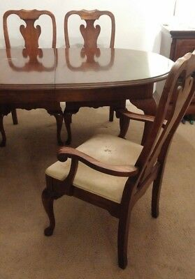 Dining Room Table, Elegant Vintage Cherry Wood W 4 Chairs, 2 Leaves. GP Williams • 265$