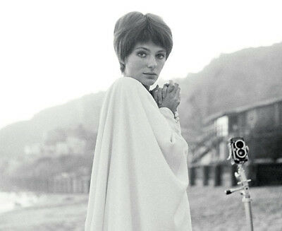 £2.99 • Buy Jacqueline Bisset UNSIGNED Photograph - L5329 - SEXY!!!! - NEW IMAGE!!