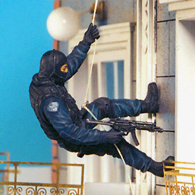 SOL RESIN FACTORY, SCALE 1:35,  SWAT Team (8 FIGURES), Cat.no.MM190 • 52.44£