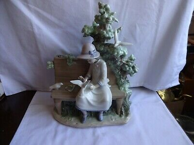 RARE LARGE LLADRO NAO DAISA FIGURINE GIRL SITTING ON BENCH WITH DOVES 33 Cm  • 96£
