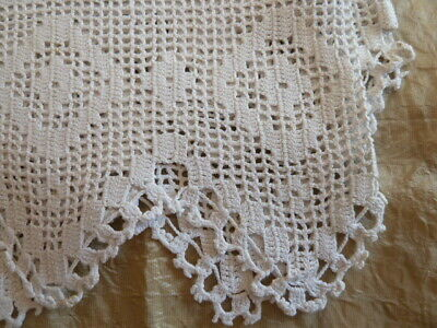BEAUTIFUL VINTAGE, CREAM LINEN LACE EDGED TABLECLOTH 130x132cm (INCLUDING LACE)  • 12.95£