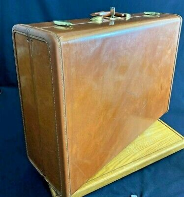 """View Details Vintage SAMSONITE STREAMLITE Large Hard Shell Suitcase With Key 18"""" X 24""""  • 67.99$"""