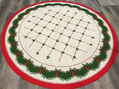 "$ CDN24.99 • Buy Vintage Christmas Tablecloth 68"" Round With 4 Matching Napkins - Holly Garland"