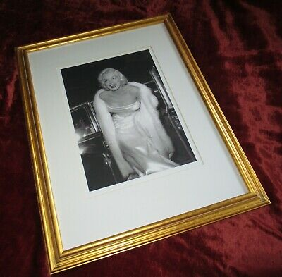 Marilyn Monroe Arriving At Premiere Matted Framed Black And White Print Picture • 19.50£
