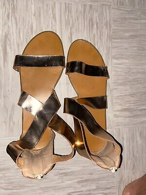 Rose Gold Sandals Size 8 • 8£