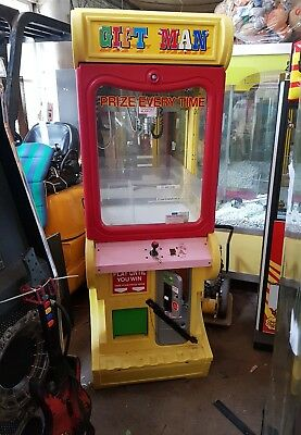 Coin Operated Gift Man Sweet Grabber Arcade Machine • 750£