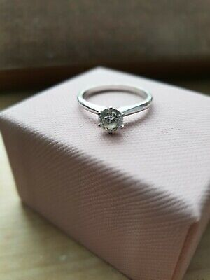 18ct White Gold Solitaire Diamond Ring • 166£