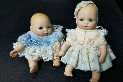 $ CDN13.20 • Buy LOT 2 COLLECTIBLE PORCELAIN BABY DOLLS - 3  & 4.5  TALL Sitting Blue Lacy Cute!