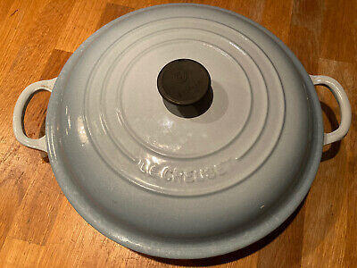 Le Creuset 26cm Shallow Casserole Plus Lid - Light Blue • 50£