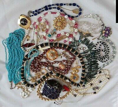 $ CDN29.99 • Buy LOT Of Vintage Brooches, Necklaces, Ear Rings  And Bracelets. 40 Items For Weari