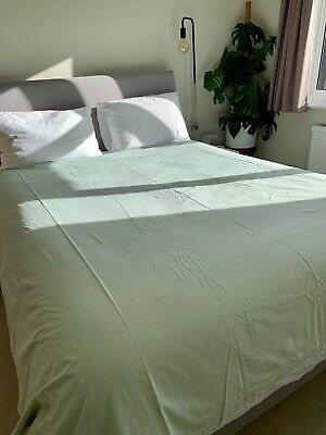 Yves Delorme (100% Cotton) Light Green King Size Duel Pattern Duvet Cover - Used • 39£