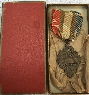 Ww1 Original French U N C Medal • 18£