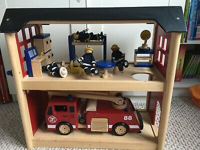 Pintoy Wooden Firestation, Fire Engine And Accessories  • 50£