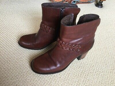 Clarks Tan Leather Ankle Boots Women's Size 5.5 Worn Twice • 12.99£