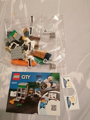 LEGO City Police Motorcycle Safe - 2 Minifigures - From Set 60245 • 5£
