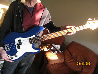 Squire P Bass Electric Guitar, • 200£