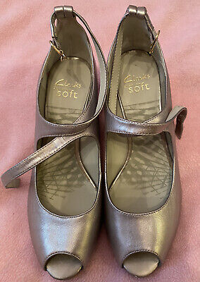 Clarks Pewter Leather Heeled Shoes Size 6 • 10£