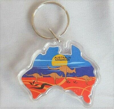 Australia Map Souvenir Key Chain - Kangaroos At Sunrise • 3£