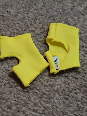 Pair Of Sock Ons - 0-6 Months, Unisex, Yellow • 1£