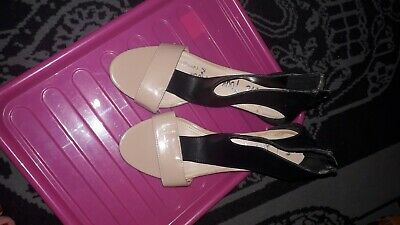 Lovely Patent Kitten Heel Shoes Black And Nude Colour Size 6 • 1.50£