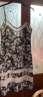 Women's Boohoo Black And White Lace Detailed Floral Print Midi Dress Size 14 • 12£