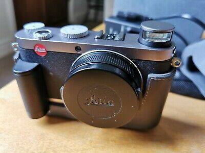 View Details Leica X1 12.2MP Digital Camera Aps-c  Leather Case, Grip And Spare Batteries  • 450.00£