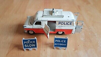 Dinky  Ford Transit Police Accident Unit 1960s With Original Two Road Signs • 10.10£