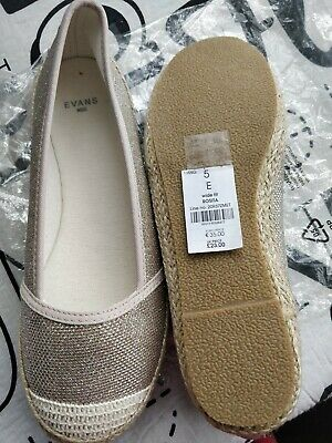 Ladies EVANS  Gold Shoes Size 5E Wide Fit  • 5£