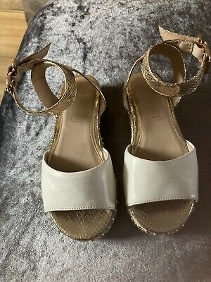 £10 • Buy Girls White And Gold River Island Flatform Sandals Size 13