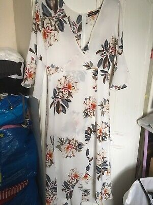 £5 • Buy Stunning White Flowery Maxi Dress Size M 12/14 Summer