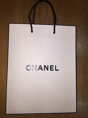 £4 • Buy Chanel Gift Paper Carrier Bag Small 23x18x9cm