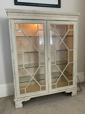 £16 • Buy Lovely  Shabby Chic Display Cabinet With Glass Shelves And Lighting