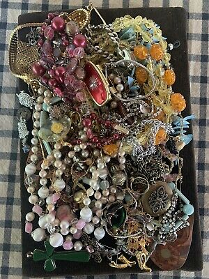 $ CDN31.11 • Buy Vintage Estate Jewelry Lot Beads Stone Necklaces & Brooches Assortment JC