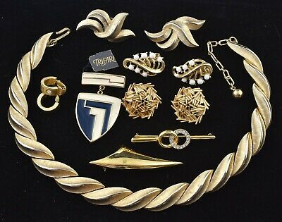 $ CDN50.35 • Buy 8 Pieces All Signed Trifari Vintage Costume Jewelry ~ Lot 5348