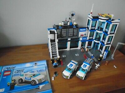£60 • Buy Lego City 7498 - Police Station - 100% Complete, All Minifigures & Instructions