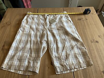 £5 • Buy Airwalk Shorts Xl With Tags