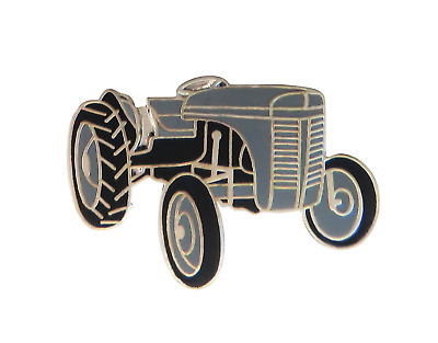 Tractor Pin Badge • 4.50£