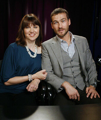 Lucy Lawless & Andy Whitfield UNSIGNED 10 X 8 Photo - G1206 - Stars Of Spartacus • 2.99£