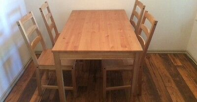 Brown Dining Table With 4 Chairs • 100$