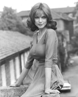 £2.99 • Buy Madeline Smith UNSIGNED Photograph - K8924 - SEXY!!!!