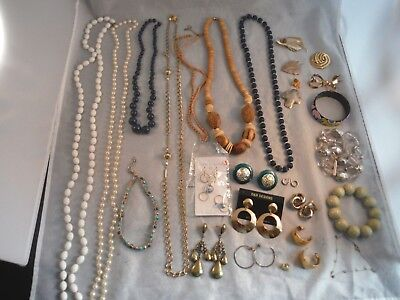 $ CDN24.36 • Buy VINTAGE JEWELRY LOTS NECKLACES BRACELETS EARRINGS BROOCHES CRYSTALS Lot 3