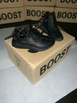 Yeezy Boost 350 V2 - 3D Mini Sneaker Keychain Set With Box  • 26.99$
