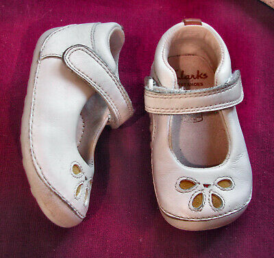 Clarks Cruiser Girls White Leather Shoes Flower On Front UK 2 F EU 17.5 M • 15.99£