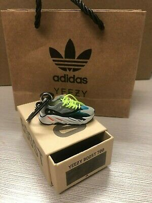 Yeezy 700 Wave Runner 1:6 MiniI Keychain Box Set With Mini Bag  • 15.90$