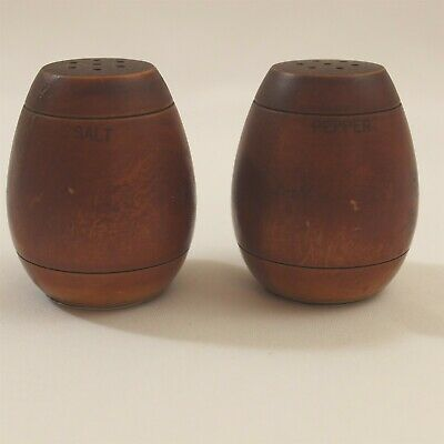 Vintage Wood Salt Pepper Shakers Aluminum Seal Wooden • 9.50$