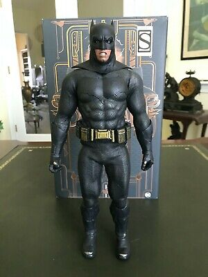 $ CDN247.95 • Buy  Used  Hot Toys 1:6-Scale MMS409 Suicide Squad Batman Figure