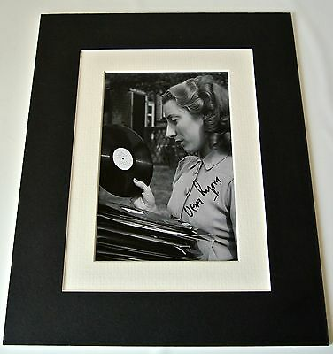 £29.99 • Buy Dame Vera Lynn Signed Autograph 10x8 Photo Mount Display WW2 Forces Music & COA