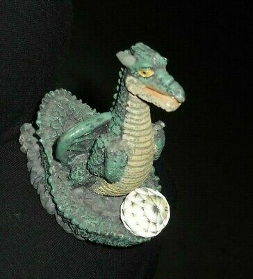 $28.09 • Buy Resin Figurine - Dragon With Crystal.  Great Condition.  No Markings.