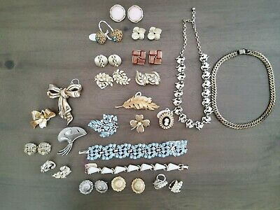 $ CDN47.67 • Buy Vintage Lisner And Coro Jewelry Lot Of 23 Signed Great Value For The Collector